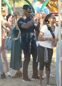 jamie foxx wears black t shirt and black hat while spending time with his family at the malibu chili cook off festival