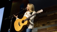jewel performing on the Johnson & Johnson main stage at wellness your way festival denver 2019