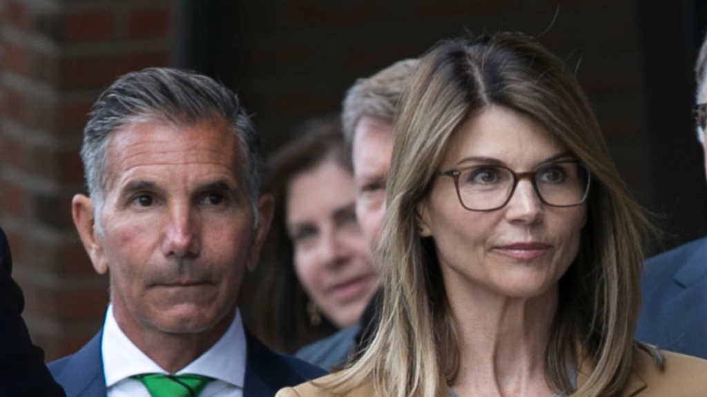 Lori Loughlin Wearing Glasses While Walking With Husband Mossimo Giannulli to Court in Boston