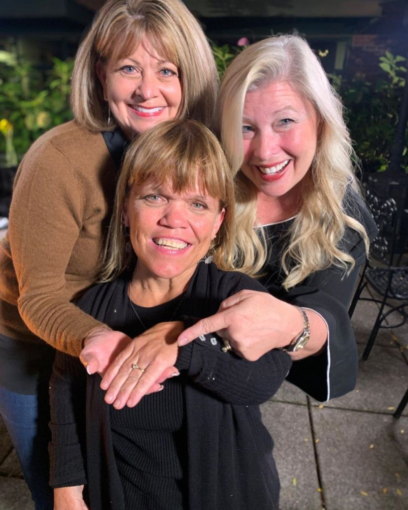 amy roloff and friends showing off her engagement ring