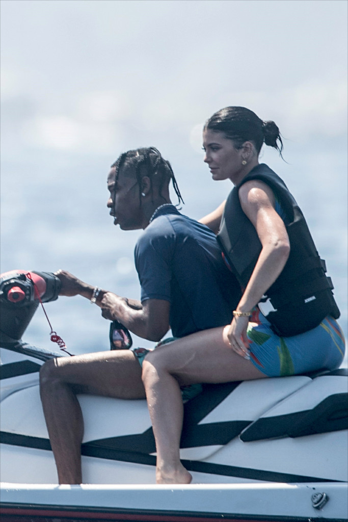 Kylie Jenner, Sofia Richie, Travis Scott, Scott Disick & Kris Jenner Vacationing off the Italian Coast