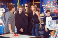 Angelina Jolie Buys Toys Children Vacation Rome
