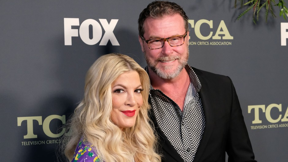 Dean McDermott Wearing Glasses and a Suit With Wife Tori Spelling in Purple