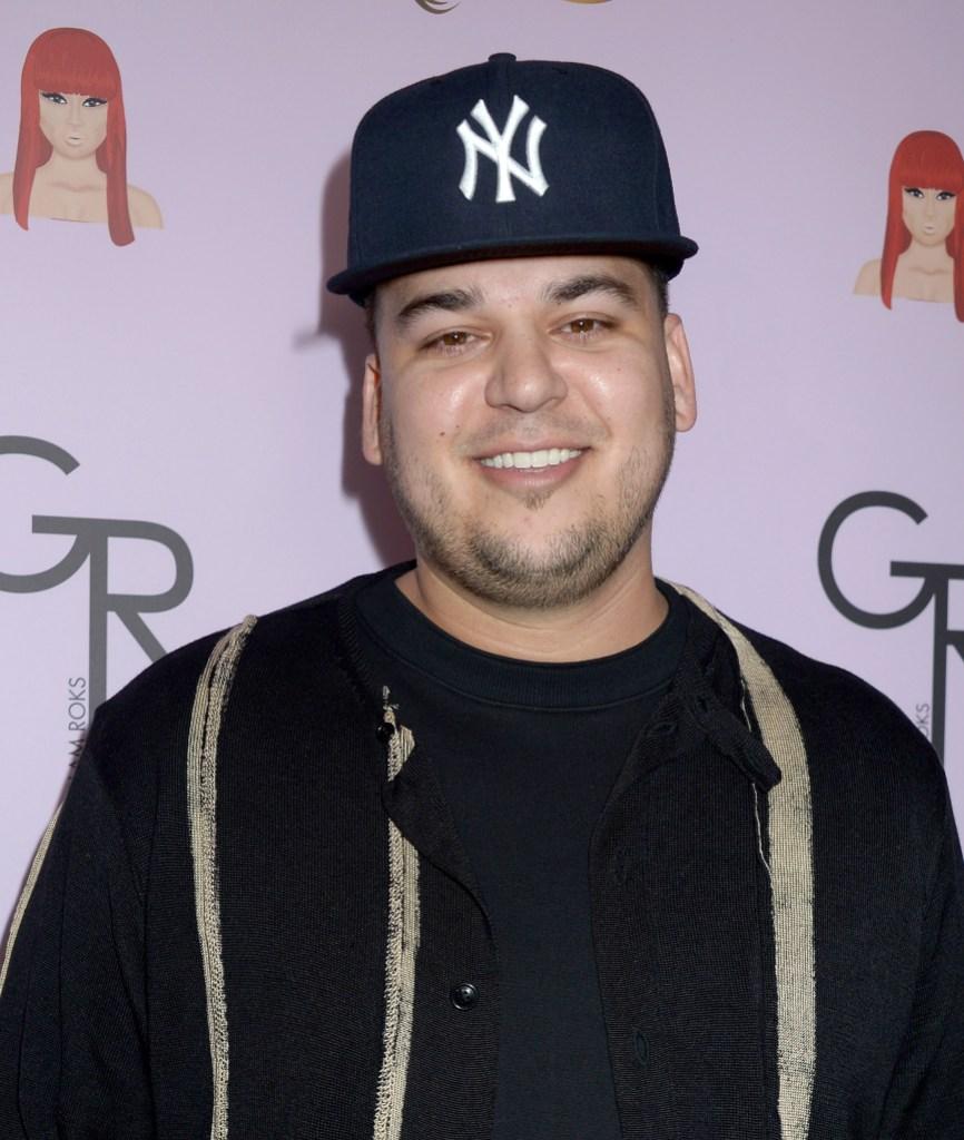 Rob Kardashian Wearing a Yankee Hat With a Black Sweatshirt
