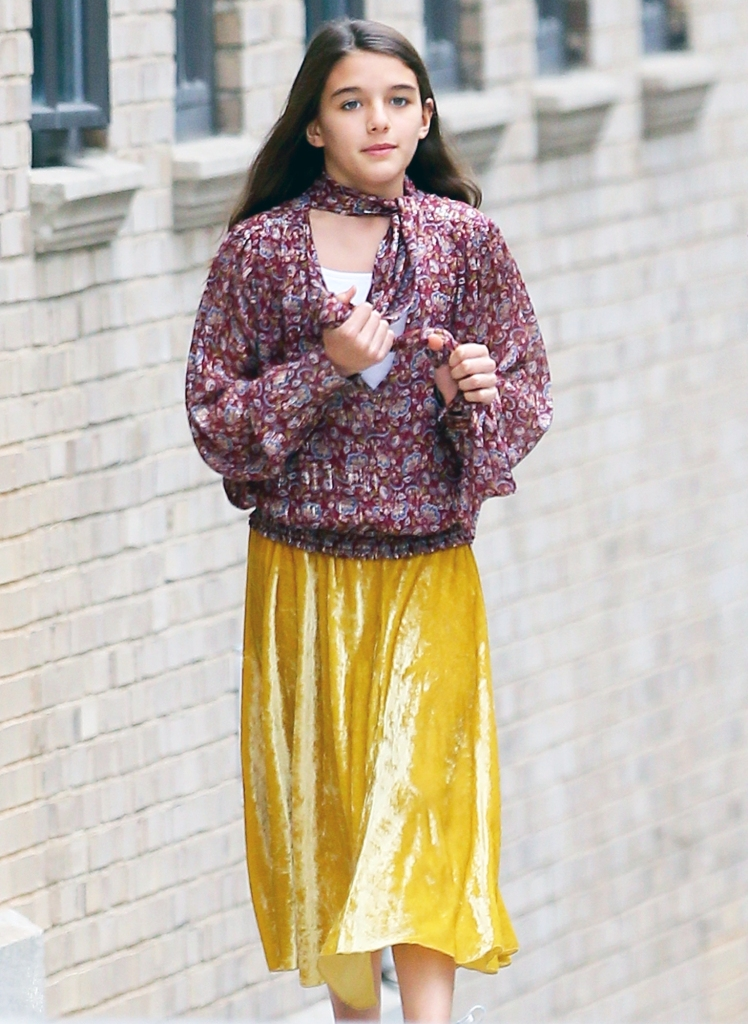 Suri Cruise 2020.Suri Cruise Looks Like Stylish Mom Katie Holmes During Nyc Walk