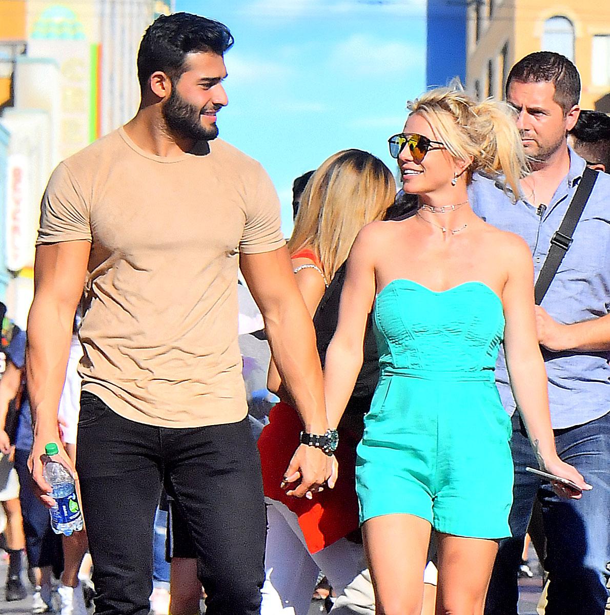 Britney Spears quebra o silêncio sobre seu namoro com Sam