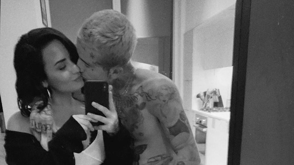 Demi Lovato Taking a Mirror Selfie With Her New BF