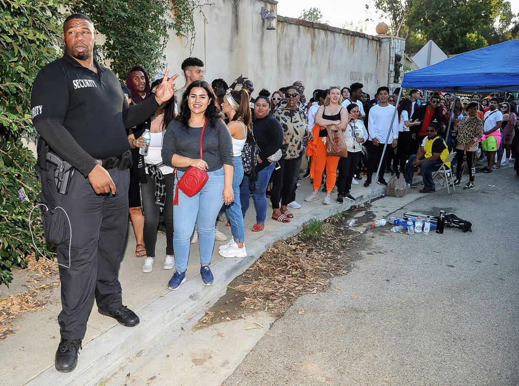 Chris Brown's Fans Camped Out Overnight for His Yard Sale ...