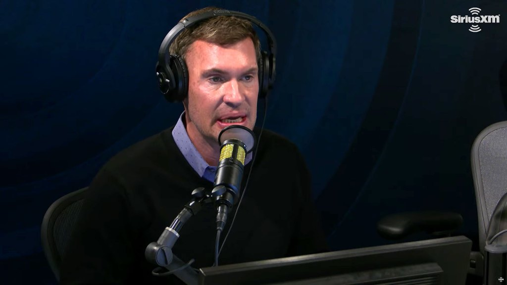 Jeff Lewis Confesses Leaning on Alcohol Deal With Stress Personal Life
