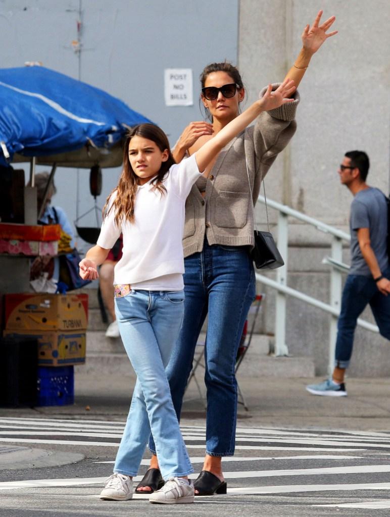 Katie Holmes Bond Daughter Suri Cruise