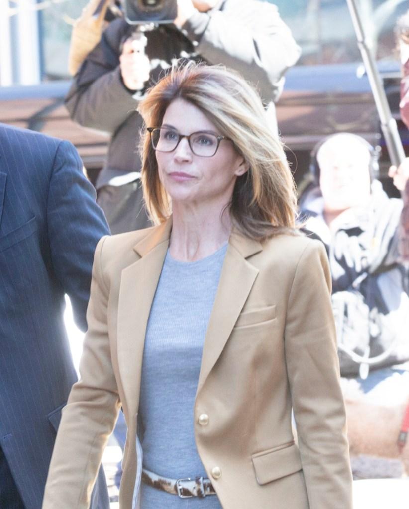 Lori Loughlin Walking Into Court