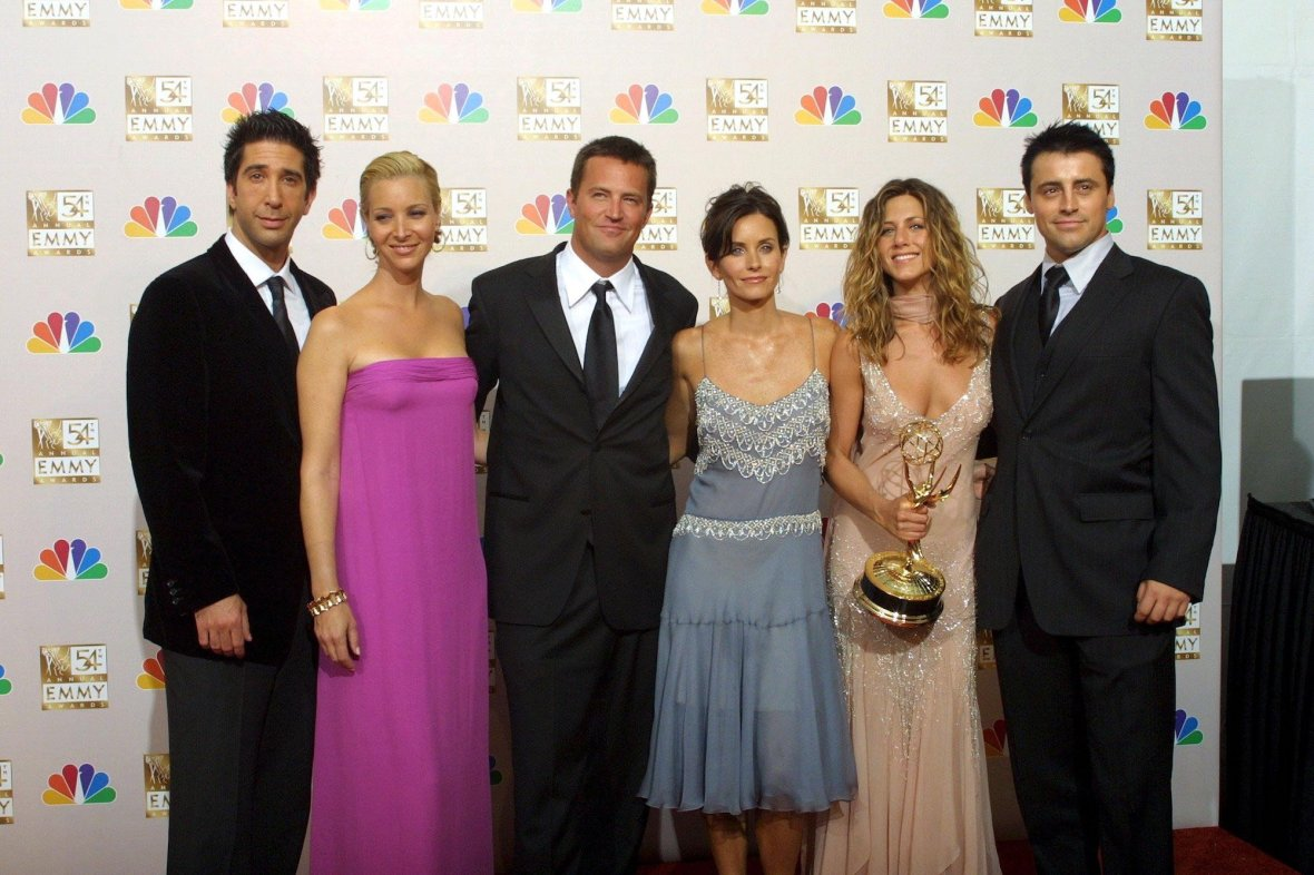 'Friends' Cast 'Would Love to Play Matchmaker' For Matthew Perry