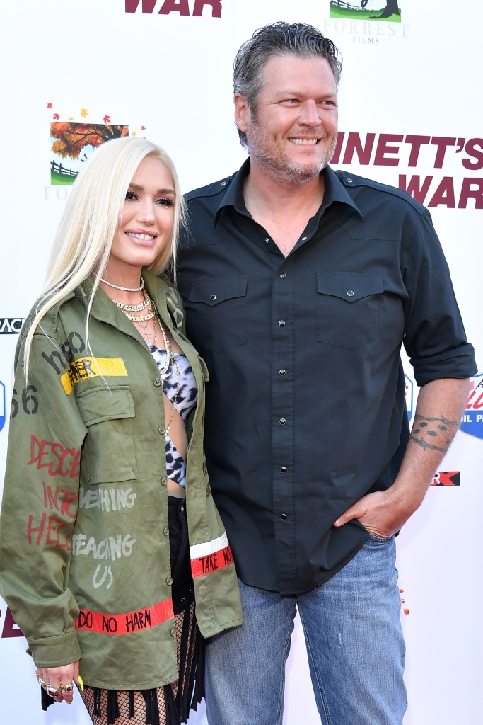 Gwen Stefani and Blake Shelton Cuddling on Red Carpet