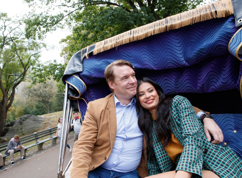 90 day fiance stars michael and juliana pose in a horse driven carriage