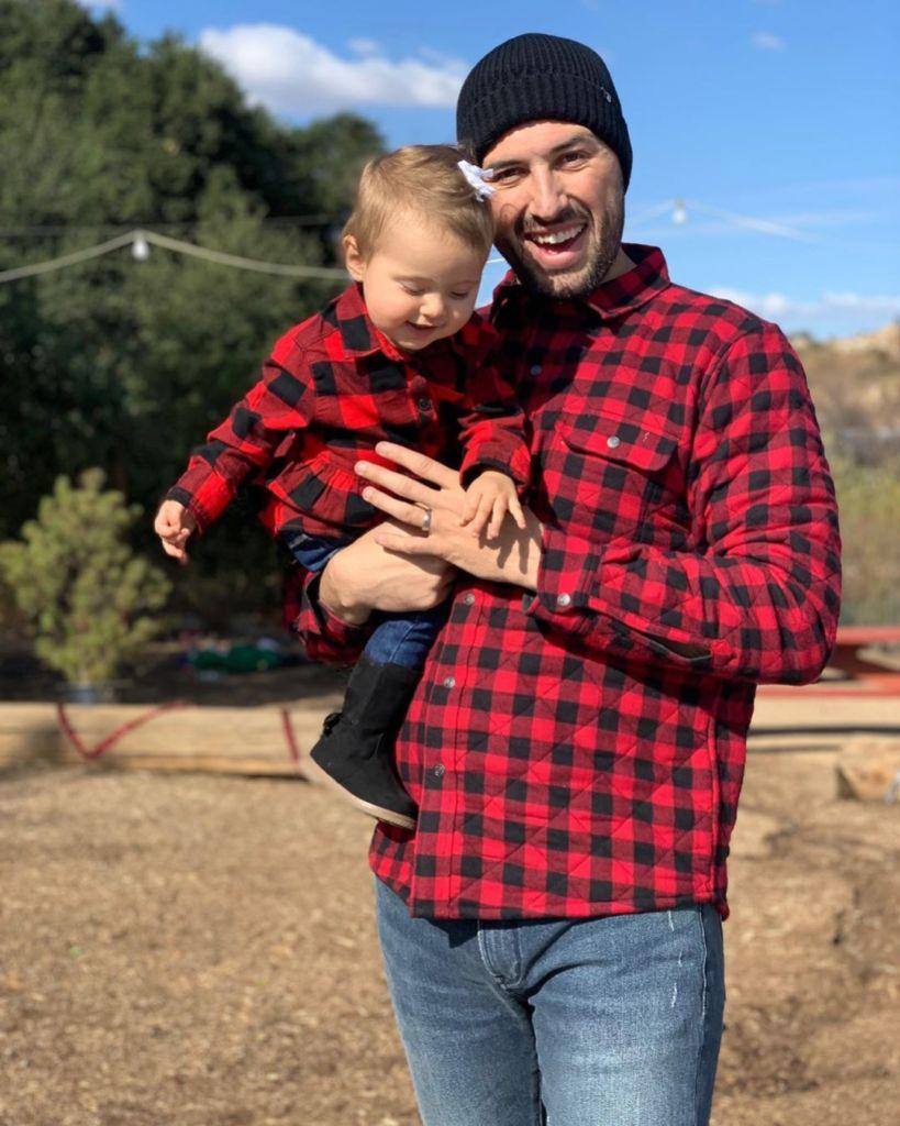 Jeremy Vuolo and Felicity Go Christmas Tree Shopping