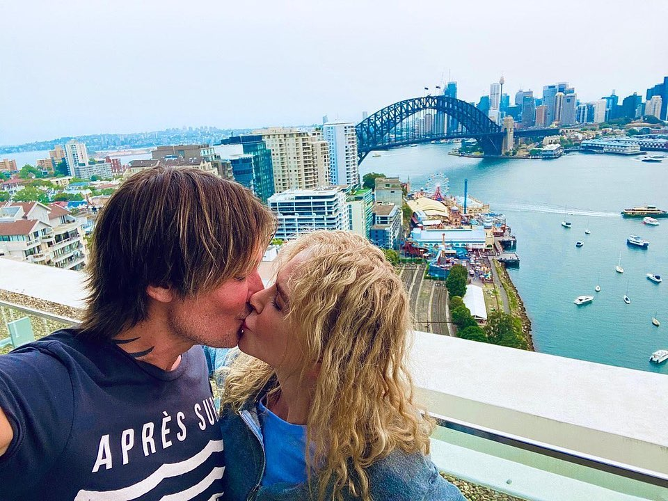 Keith Urban and Nicole Kidman Kiss in Syndey