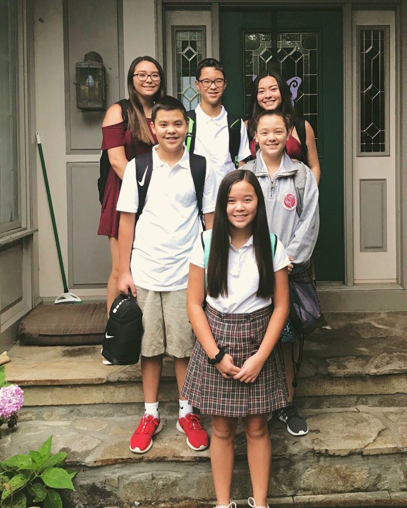 Gosselin Children Infront of House 6 of Eight Mady Gosselin Wants To Have Her Own Identity Outside of 'Kate Plus 8'
