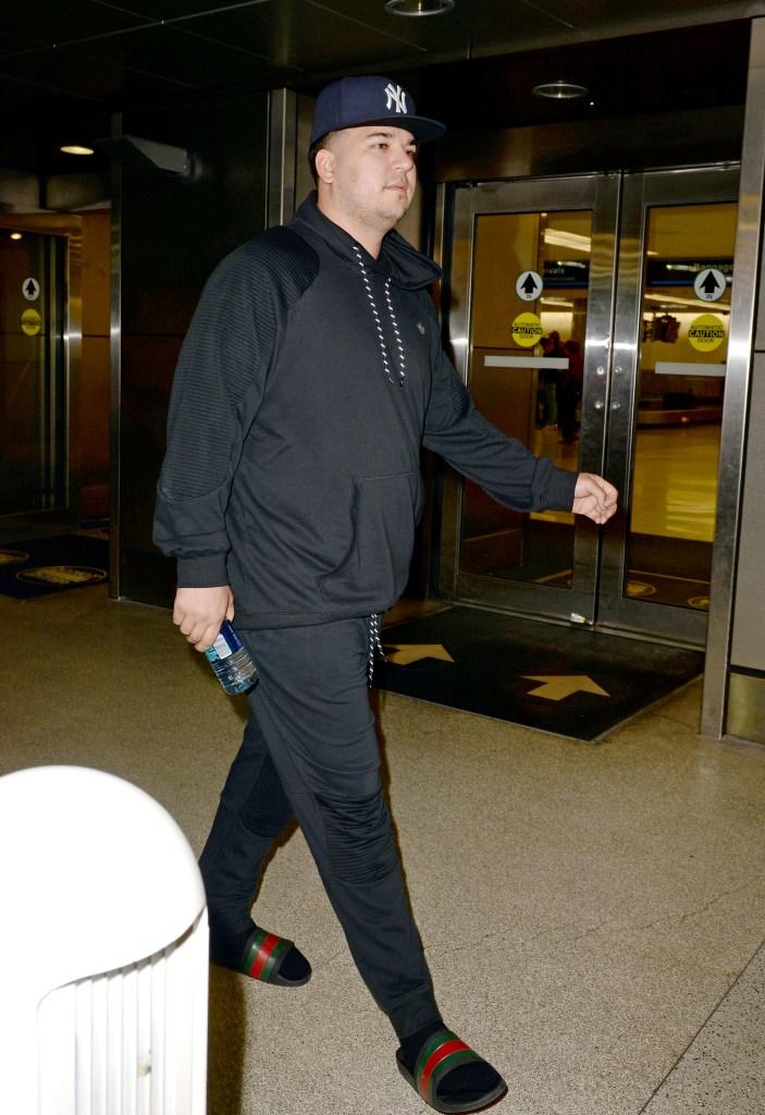 Rob Kardashian Wearing a Black Outfit