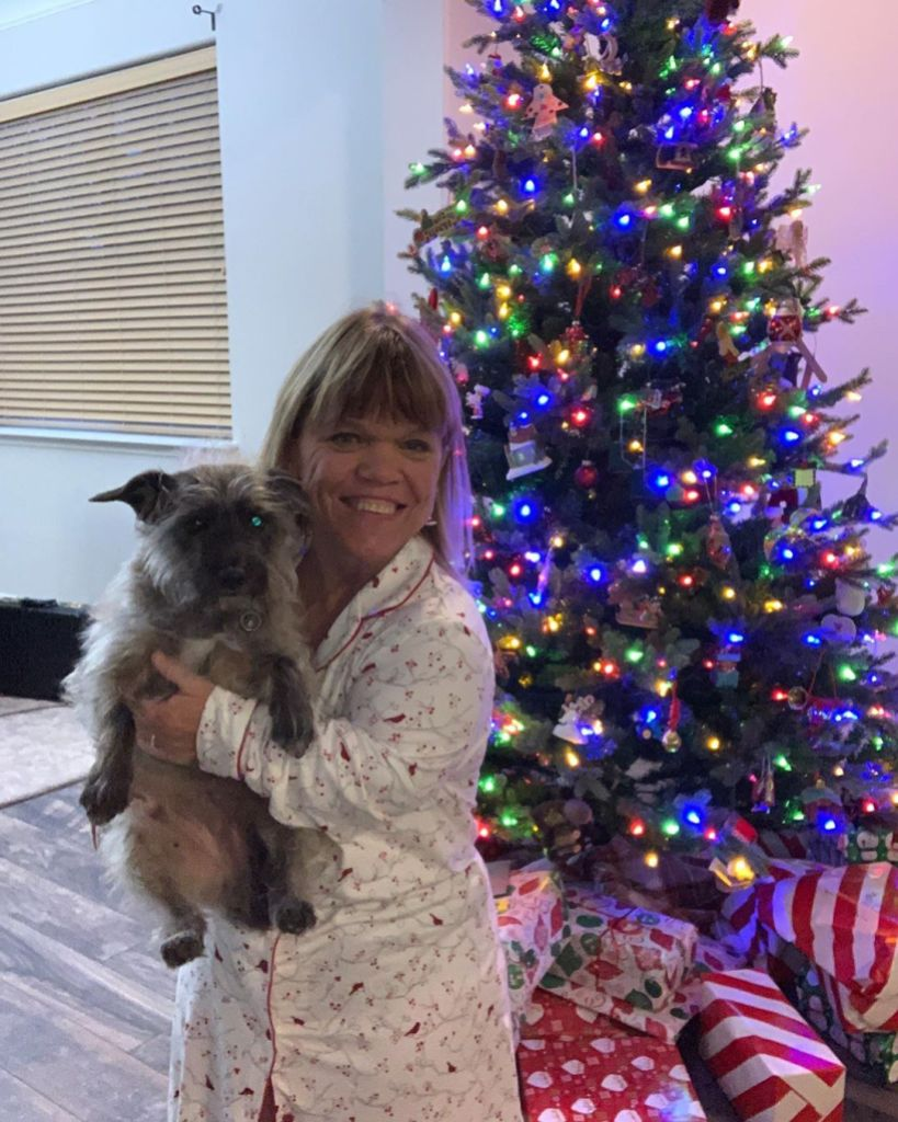 amy roloff with her dog in her new home