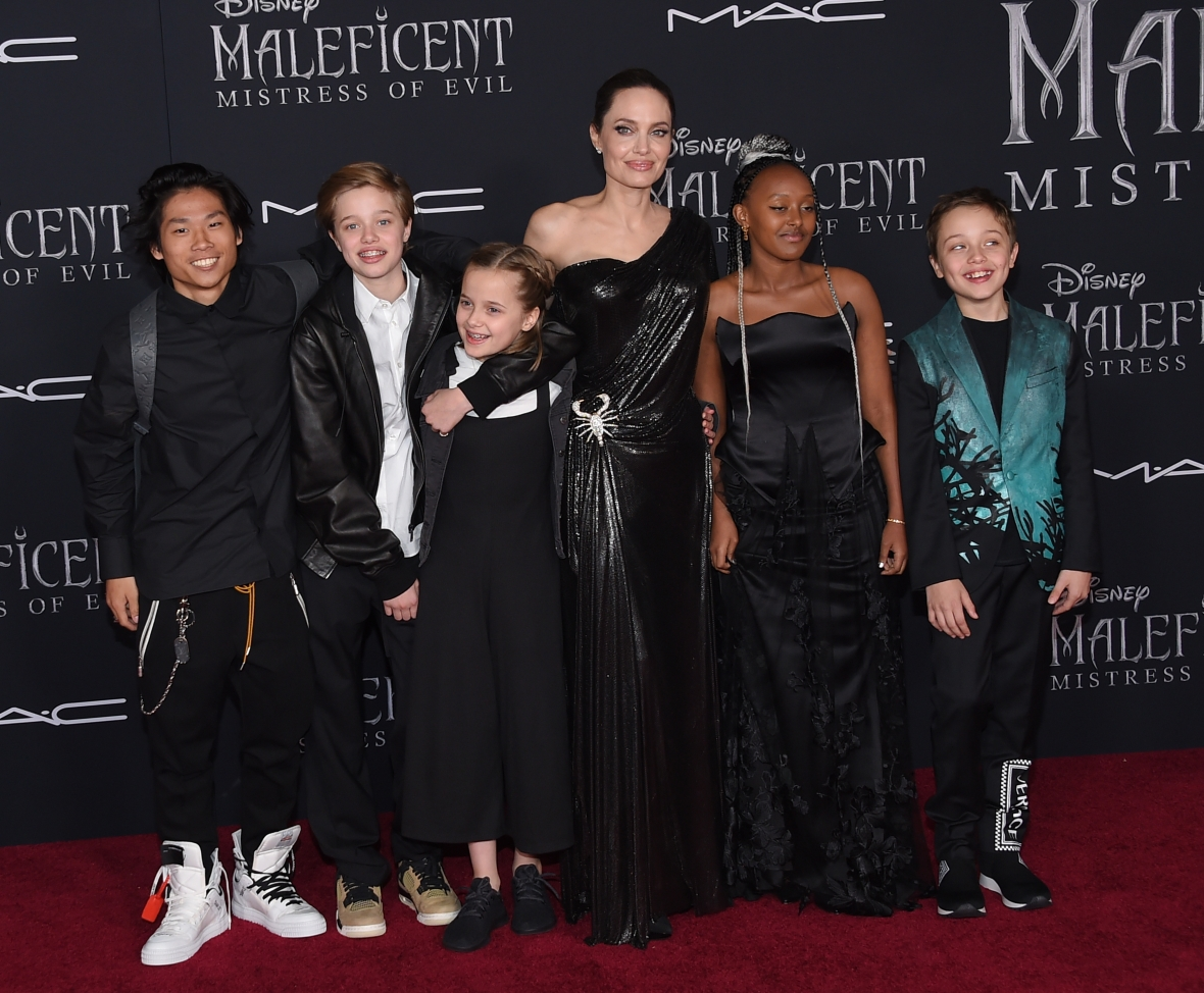 angelina jolie and 5 of her kids