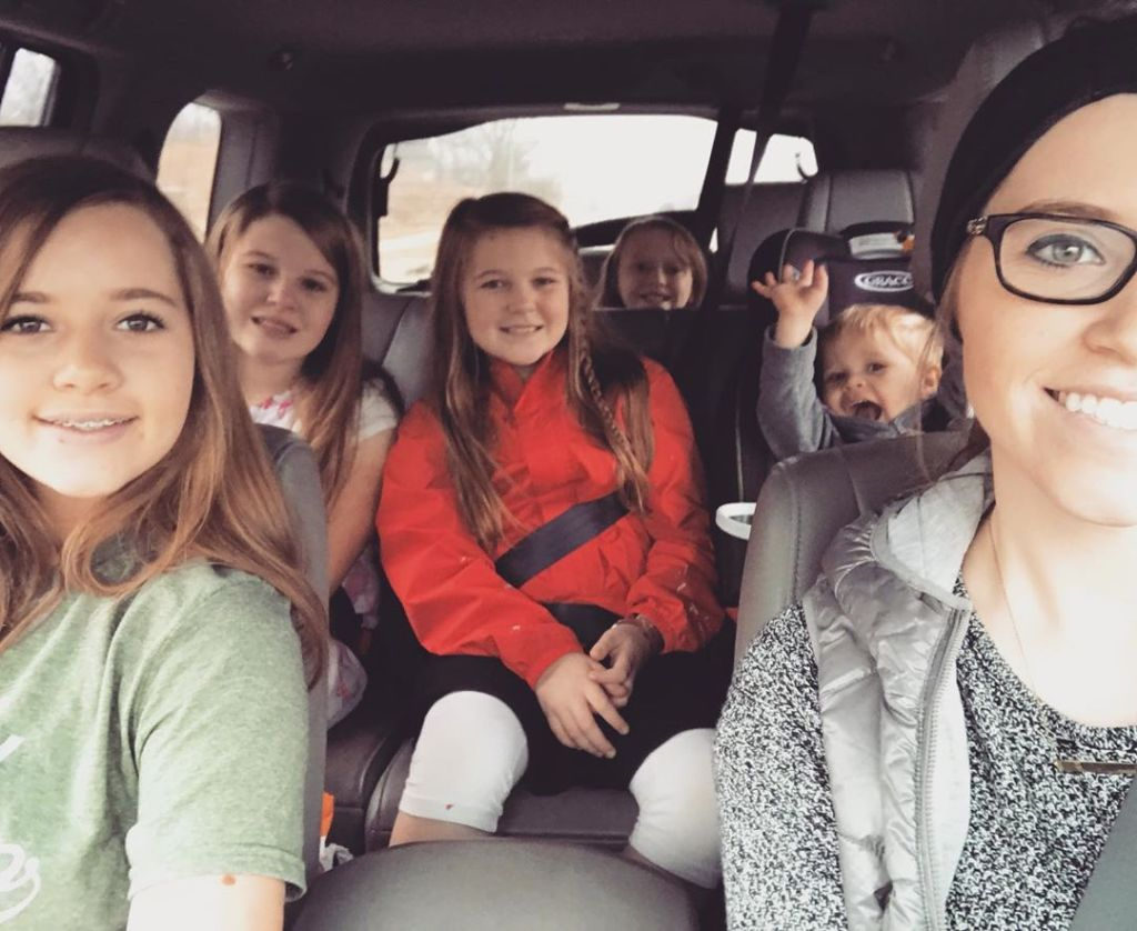 joy duggar with her younger sisters and son in the car