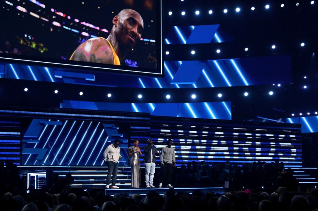 2020 Grammys Pays Tribute to Lte Lakers Player Kobe Bryant