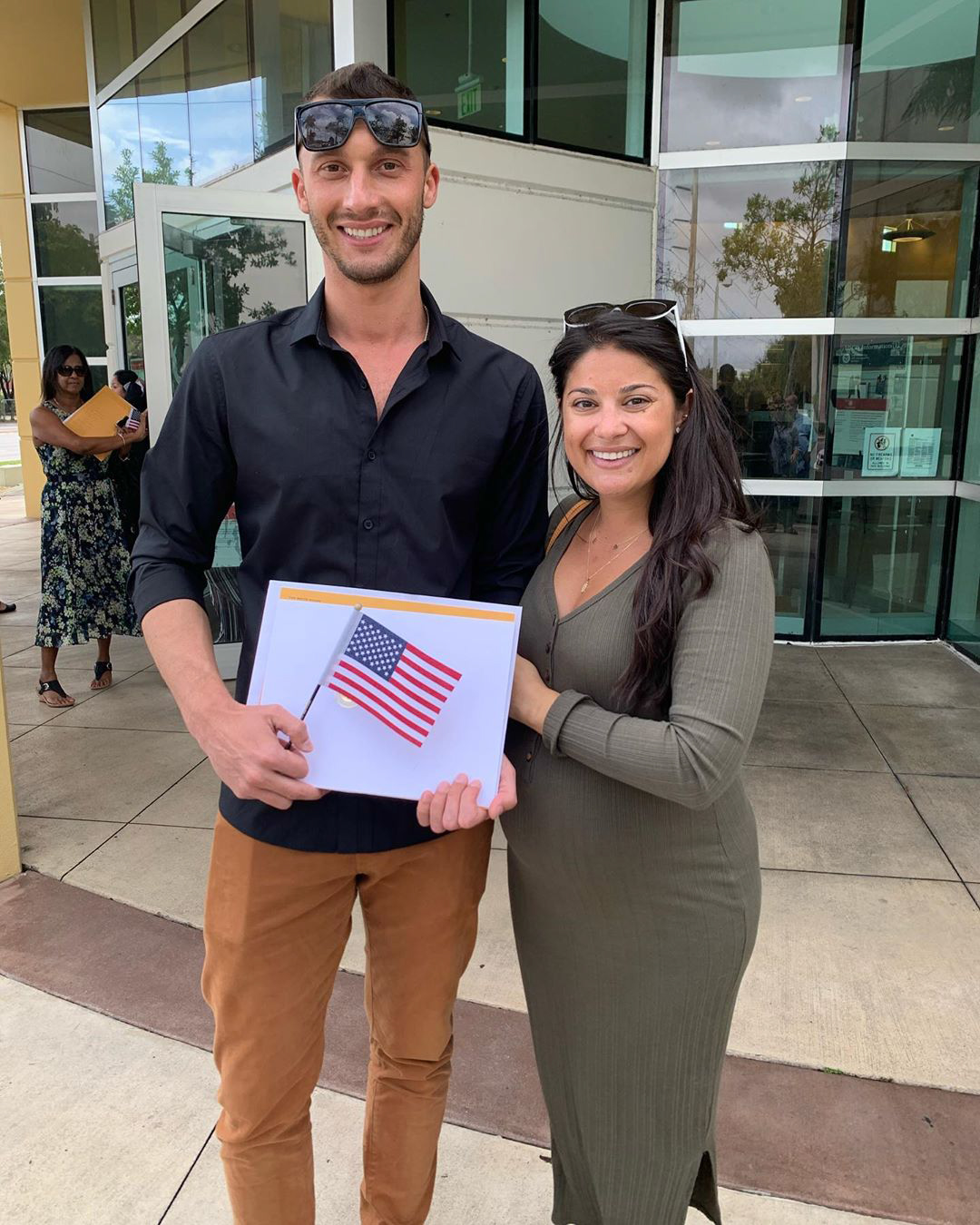 90 day fiance star loren and alexei celebrate his united states citizenship