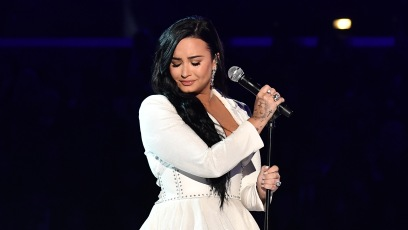 """Demi Lovato Singing """"Anyone"""" on 2020 Grammys Stage"""