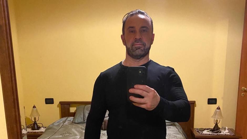 Joe Giudice Taking a Mirror Picture in Italy