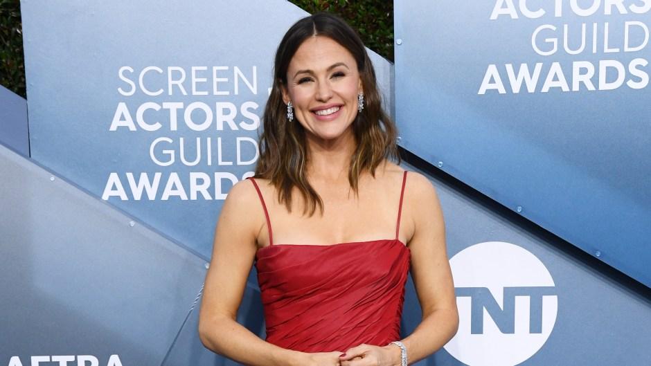 jennifer garner attends 2020 screen actors guild awards solo