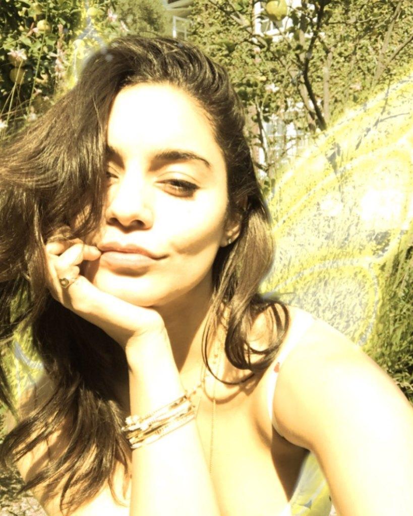 vanessa hudgens somber selfie