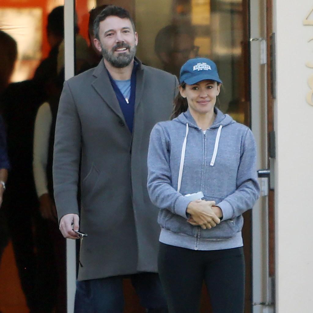 Jennifer Garner Wearing a Blue Sweatshirt and Baseball Cap With Ben Affleck