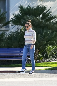 Jennifer Garner Looks Casual in Sweater and Jeans While Out With Her Kids 1