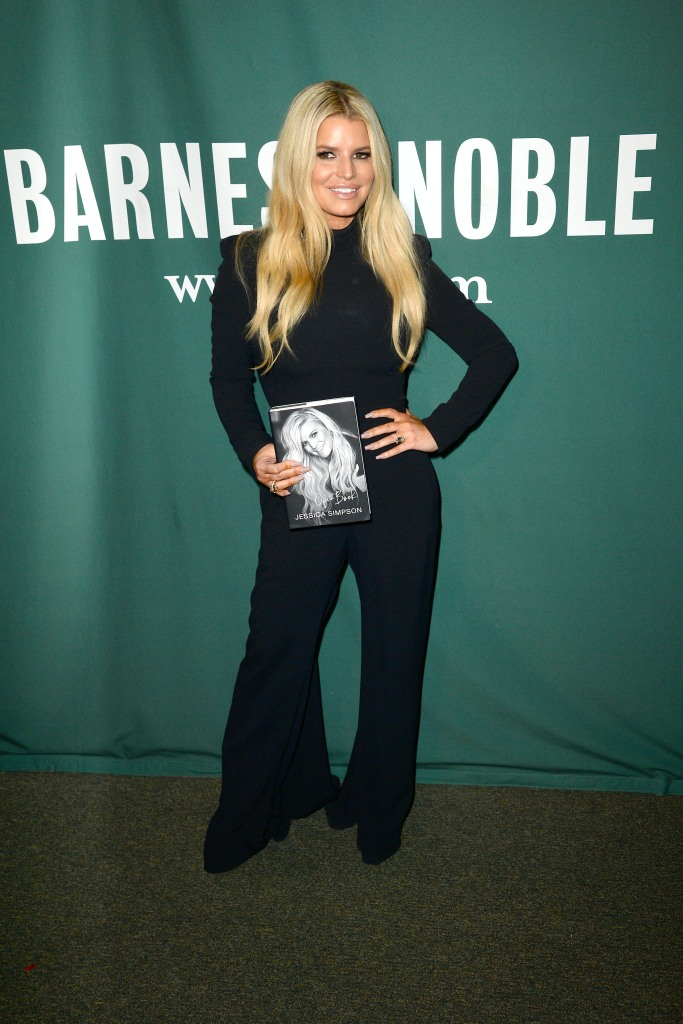 Jessica simpson Wearing a Black Outfit at Barnes and Noble