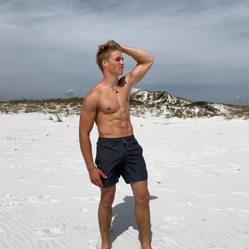 'Welcome to Plathville' Star Micah Plath Shows Off His Beach Bod and Fans Swoon inline 1