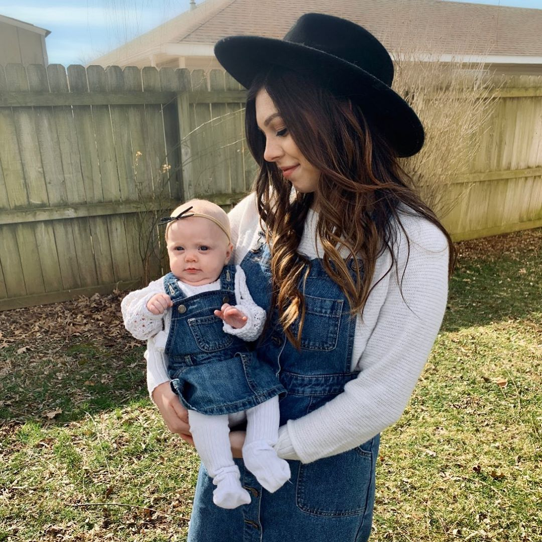 bella duggar and lauren swanson in matching outfits