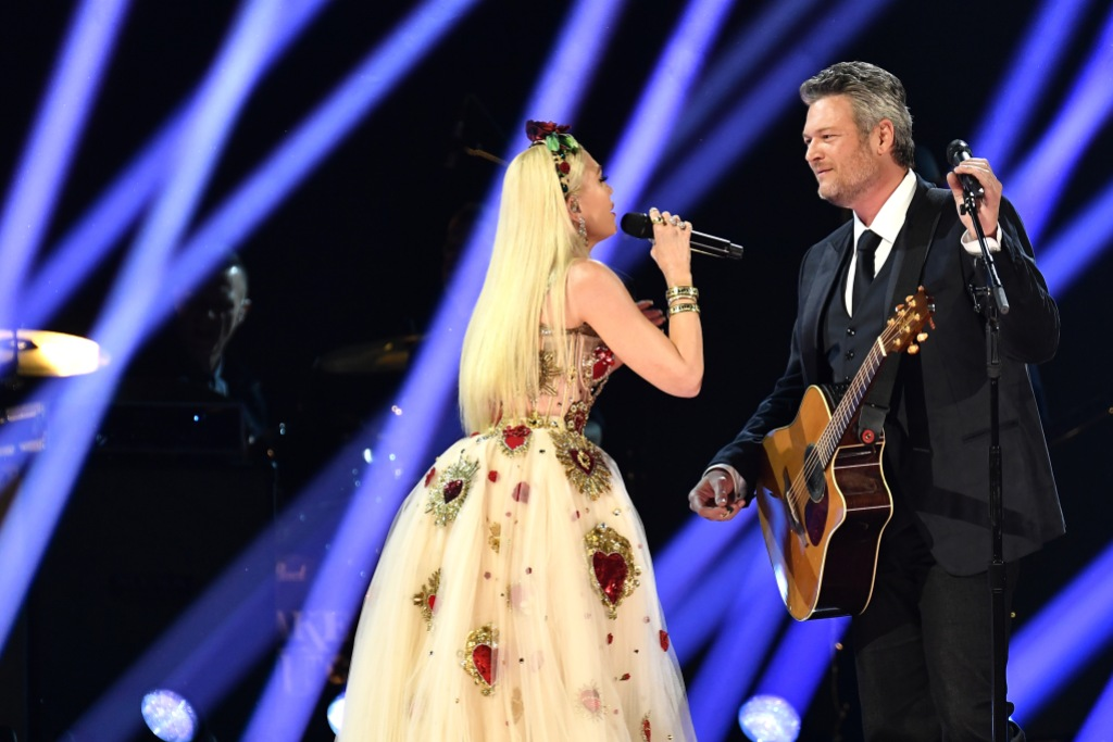 gwen-stefani-sings-to-blake