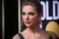Taylor Swift at Golden Globes, Star Gives Back