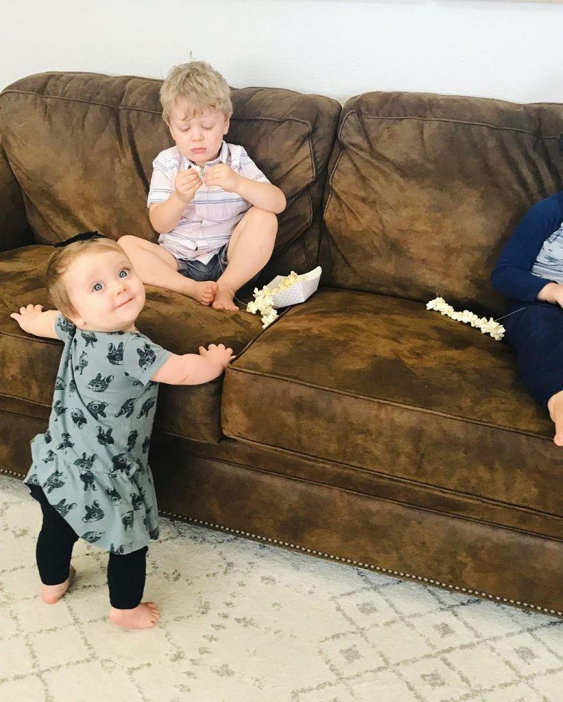 Jessa Duggar's Children Making Popcorn Necklaces