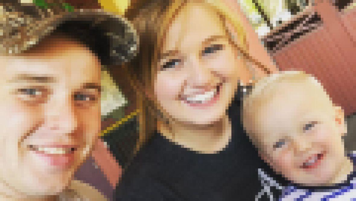 Joe and Kendra Duggar Take Selfie With Son Garrett