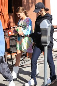 Olivia Jade Gianulli enjoys lunch in Beverly Hills as her mothers court date nears