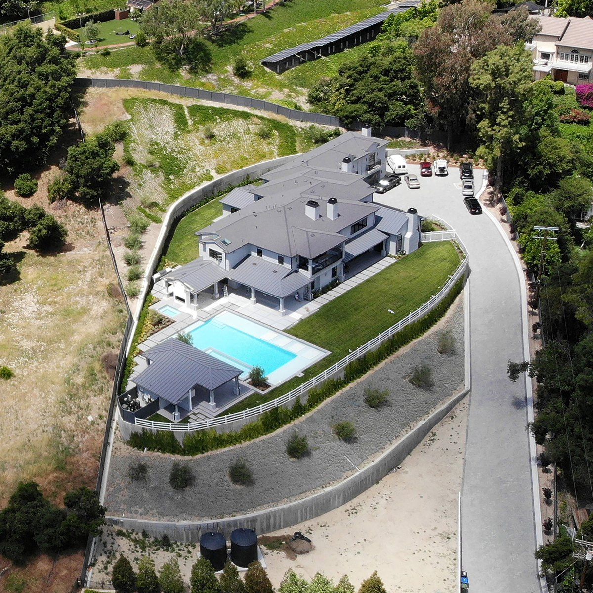 Blake Shelton And Gwen Stefani S New House Photos Of Encino Mansion