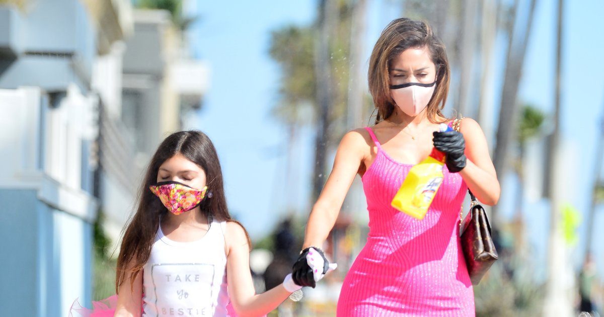 Farrah Abraham Shows Off Her Curves While Out With Daughter Sophia