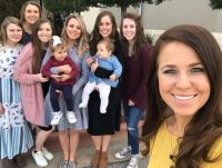 Jinger Duggar Poses With Sisters And Daughter Felicity and Niece Ivy