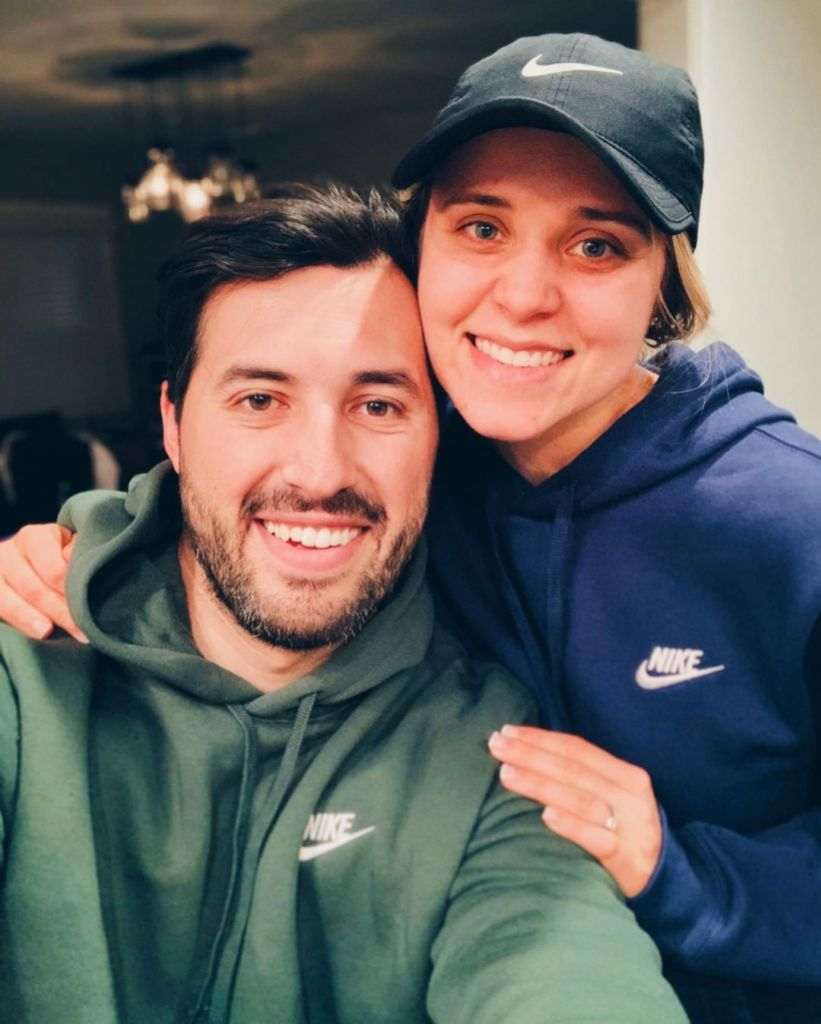 Jinger and Jeremy Vuolo Snap Cozy Selfie In Matching Sweatshirts