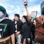 halsey ex yungblud reunite at george floyd black lives matter protest in la