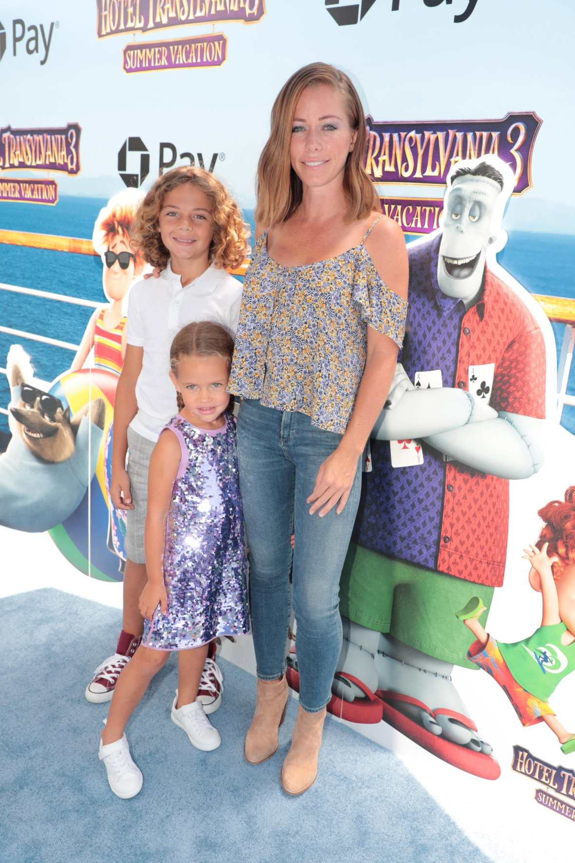 Kendra Wilkinson With Her Kids