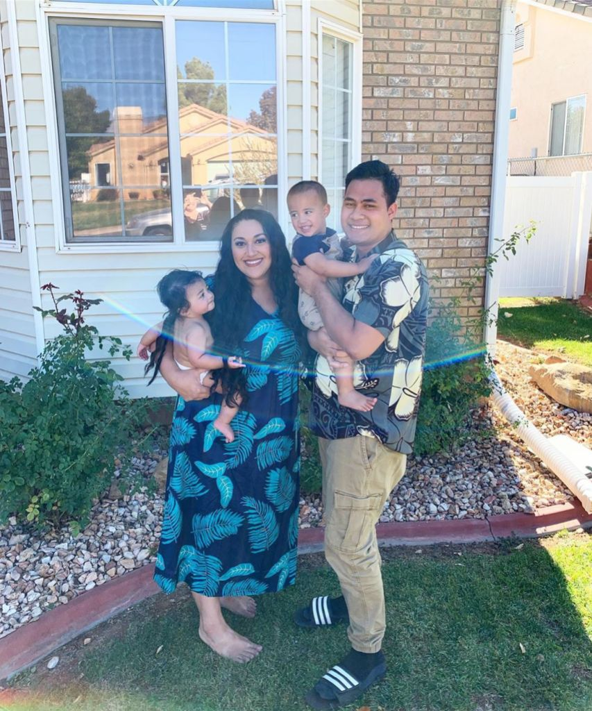 90 Day Fiance Star Kalani Faagata and Asuelu Pulaa Take Family Photo in Matching Outfits