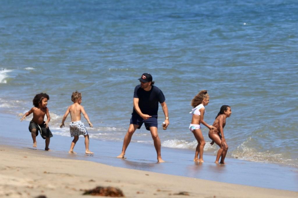 Scott Disick and Kourtney Kardashian Vacation Going Smoothly