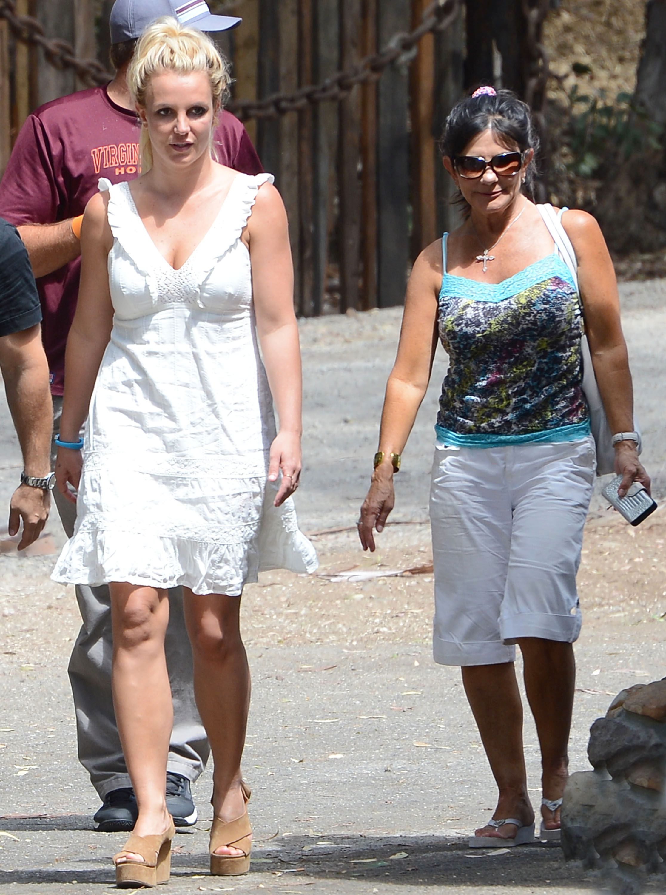 Britney Spears Mom Wants To Be Included In Her Financial Decisions